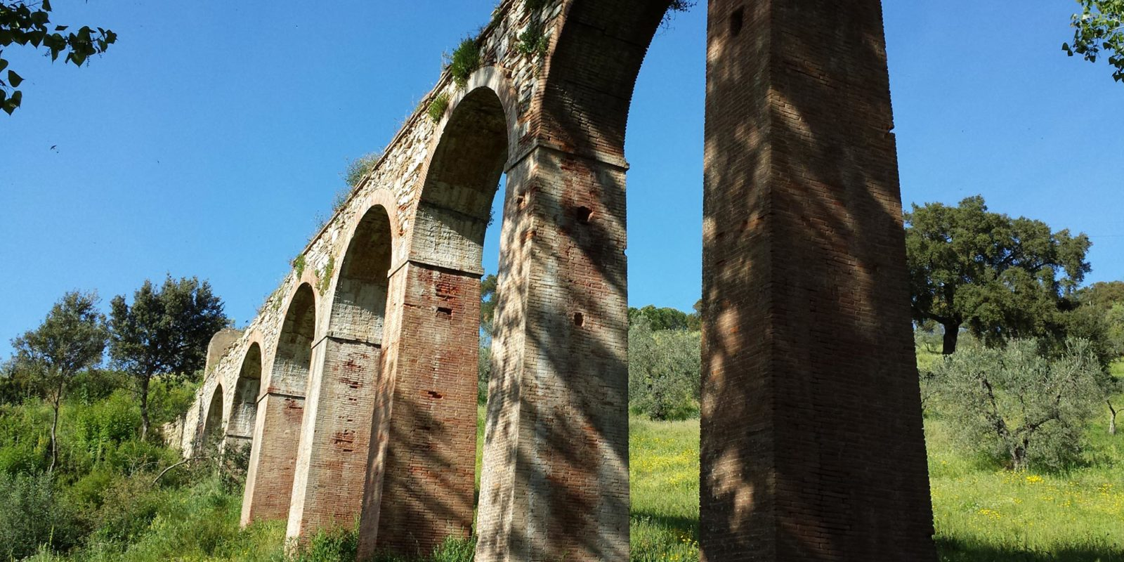 Abandoned acquaduct